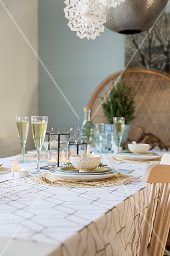 Christmas table set in cool winter colours and gold