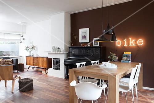 Mix of classic designer and retro pieces in eclectic interior