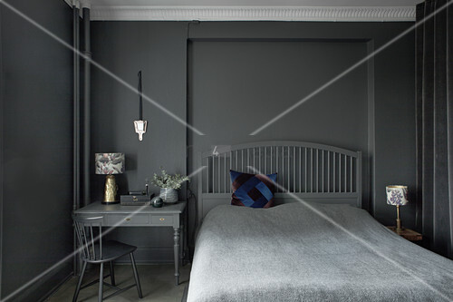 Bedroom entirely decorated in grey and black