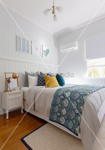 Schlafzimmer im Amerikanischen Stil mit Bretterwand – Bild kaufen ...