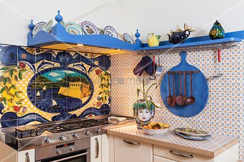 Kleine Italienische Küche Mit Landestypisch Bemalten Fliesen Bild - Bemalte fliesen kaufen