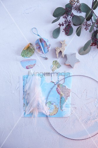 Map of the world, wire and feathers for making Christmas decorations with peace motifs