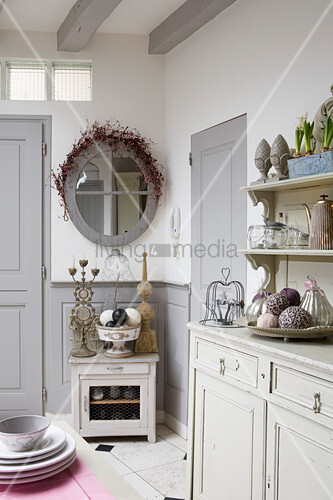 Vintage kitchen in shades of grey with grey wainscoting and panelled doors