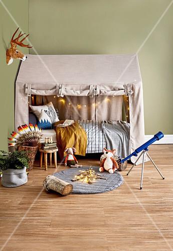 stoffhaus ber dem bett im kinderzimmer bild kaufen. Black Bedroom Furniture Sets. Home Design Ideas