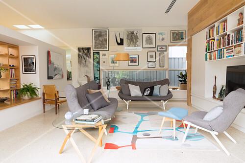 wohnzimmer skandinavischer stil, wohnzimmer mit grauen polstermöbeln im skandinavischen stil – bild, Design ideen