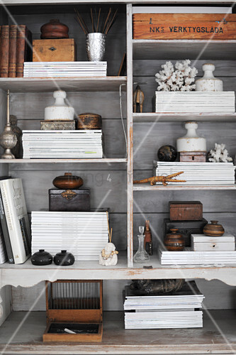 Stacked magazines and vintage accessories on sjelves