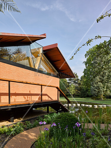 Modernes haus mit offenem dach im bild kaufen for Modernes haus mit rotem dach