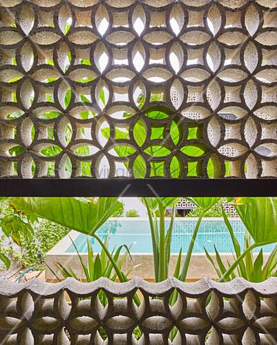 Half-open wall of ornamental perforated bricks