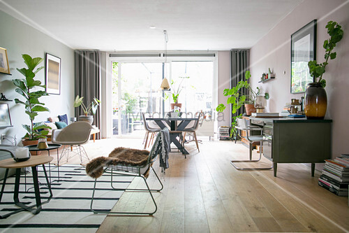 Bright, open-plan interior in Scandinavian style