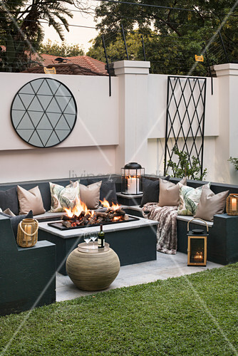 Outdoor living area with fire pit