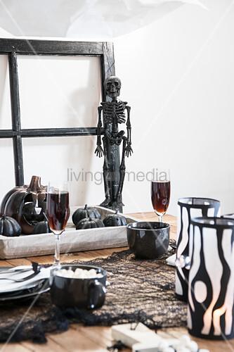 Halloween decorations on set tabl