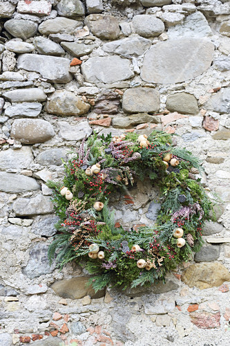 Wreath of conifer twigs and heather