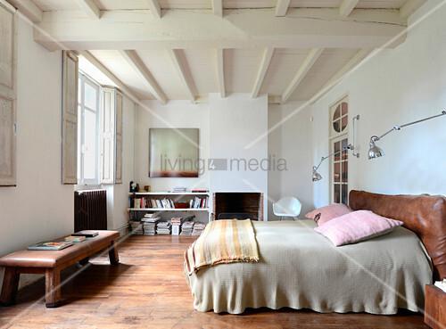 Schlafzimmer im Vintage-Stil im mediterranen Landhaus