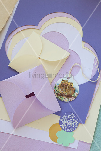 Tags with owl motifs and origami envelopes made from coloured paper