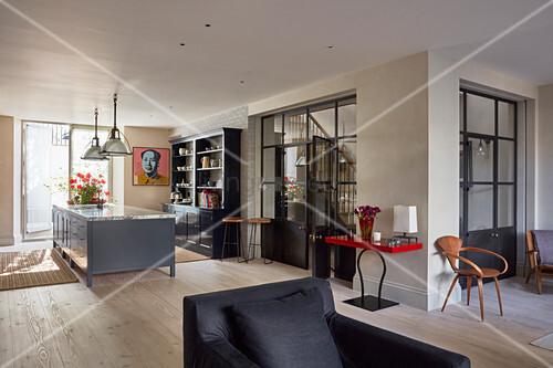 View Past Black Armchair To Kitchen Bild Kaufen 12560736