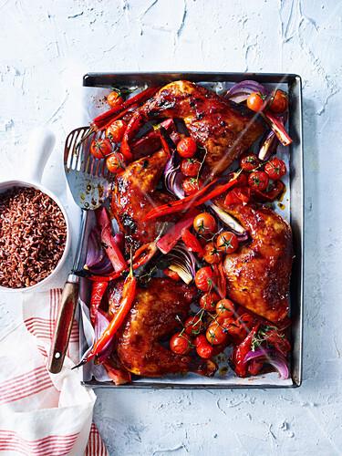 Hähnchen vom Blech mit Rhabarber, Paprika, Chili und Kirschtomaten