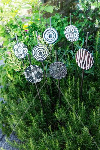 Decorative black-and-white ceramic garden decorations