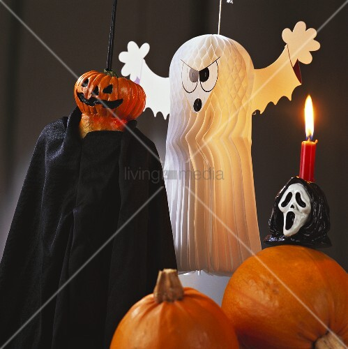 Table decoration with pumpkins and ghosts for Halloween