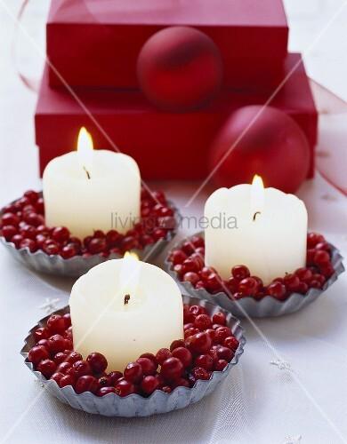 Tortelettförmchen mit Cranberries und Kerze
