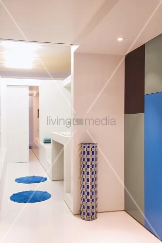Weisses Badezimmer mit ... – Bild kaufen – 00294236 ...