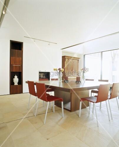 ein gro er quadratischer esstisch mit bild kaufen. Black Bedroom Furniture Sets. Home Design Ideas