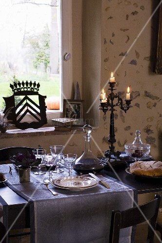 festlich gedeckter tisch f r zwei personen bild kaufen living4media. Black Bedroom Furniture Sets. Home Design Ideas