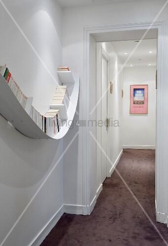 schmaler flur mit licht geschwungenes bild kaufen 00707076 living4media. Black Bedroom Furniture Sets. Home Design Ideas