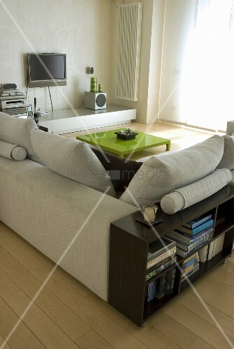 halbhohes regal aus holz hinter hellem bild kaufen 00709852 living4media. Black Bedroom Furniture Sets. Home Design Ideas
