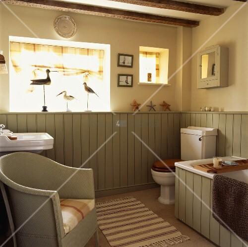 Englischer Sessel in Landhaus-Badezimmer … – Bild kaufen - 00716950 ...