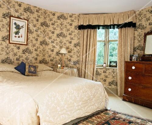 Tagesdecke Und Schabraken-Vorhang Aus …